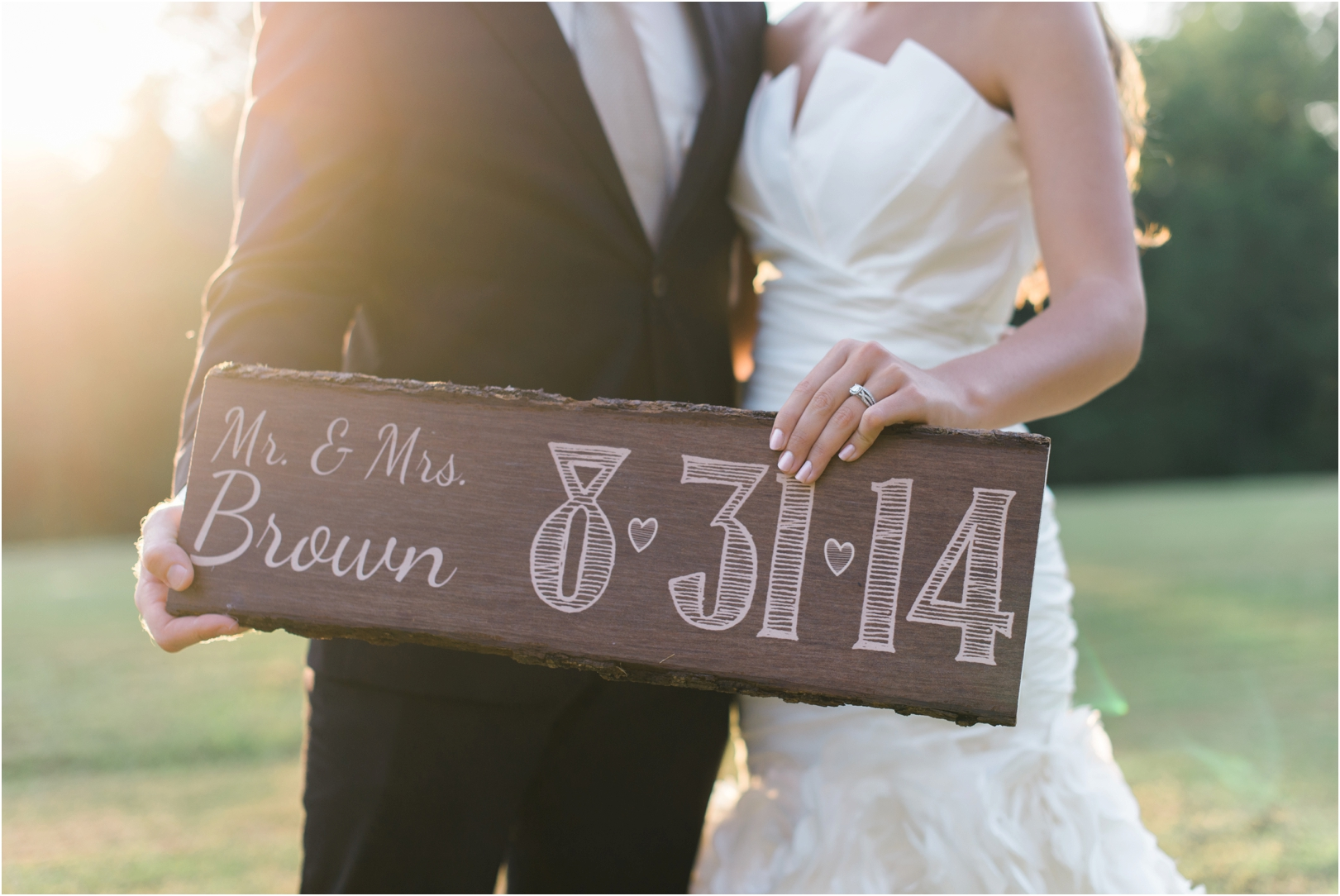 wooden-wedding-date-sign-photography-joy-michelle-photography